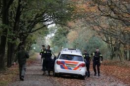 Boswachter hoort schoten in bos, politie rukt uit