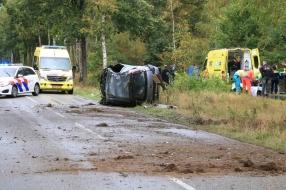Auto belandt op zijn zij in De Mortel, bestuurder zwaargewond