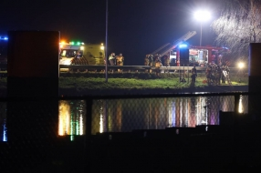 Auto rijdt Zuid-Willemsvaart in, duikteam haalt slachtoffer uit het water