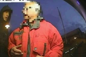 Bejaarde man (76) mishandeld en bestolen, politie geeft beelden overvallers vrij