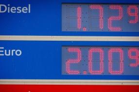 Benzineprijs naar recordhoogte: 'Prijs blijft rond de twee euro hangen'