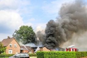Grote schuurbrand in Elsendorp onder controle, brandweer voorkomt dat vuur overslaat op boerderij