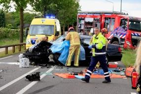Man zwaargewond na botsing tussen auto en vrachtauto in Elsendorp