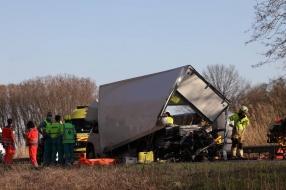Provinciale weg N279 bij Veghel helemaal dicht na zwaar ongeval