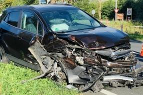 Twee auto's total loss bij frontale botsing in Elsendorp