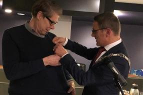 Wim Daniëls komt met vertelling naar gemeentehuis en vertrekt als ereburger van Laarbeek