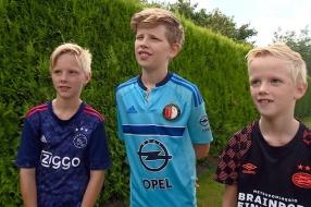 Wordt PSV dit voetbalseizoen tóch weer kampioen? Drie broertjes beslissen het in bijzonder duel!