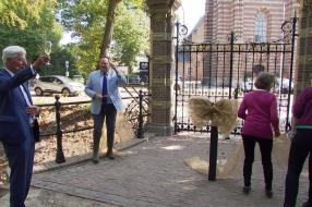 Zionsburg Vught wordt 19 jaar na fatale brand ontzorghotel, het hek is als als eerste klaar